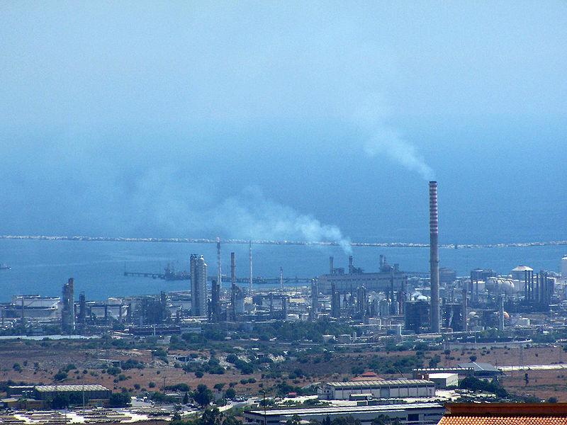 Inquinamento ambientale, esposto del Comune di Siracusa contro il petrolchimico