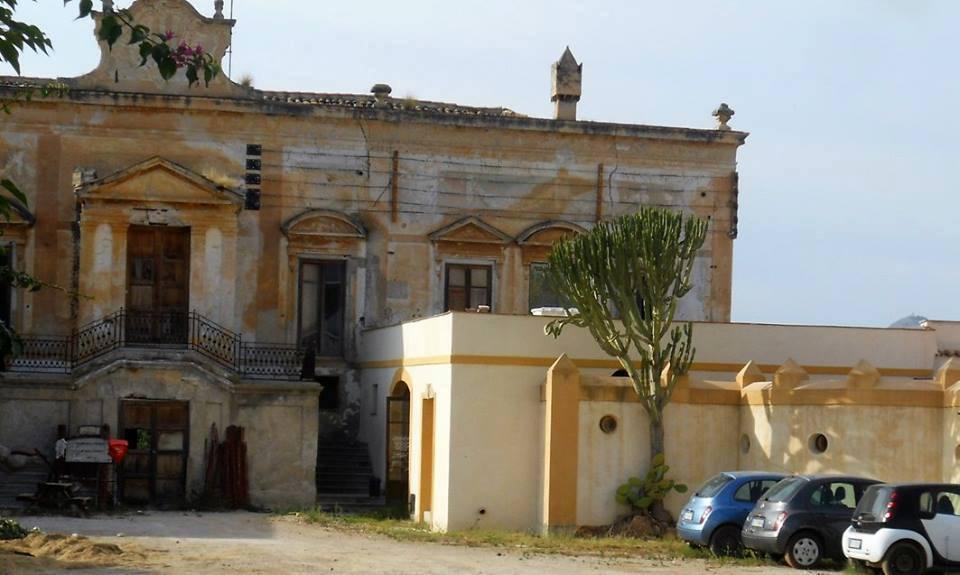 Palermo italia nostra denuncia il degrado della villa for Scrittore di lampedusa