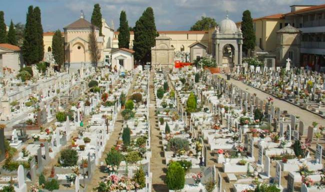 """""""A Salemi è vietato morire"""", al cimitero nove salme in attesa di sepoltura"""