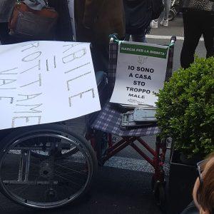 """""""Siamo handicappati non cretini"""", disabili siciliani in marcia per chiedere dignità e diritti crocetta"""