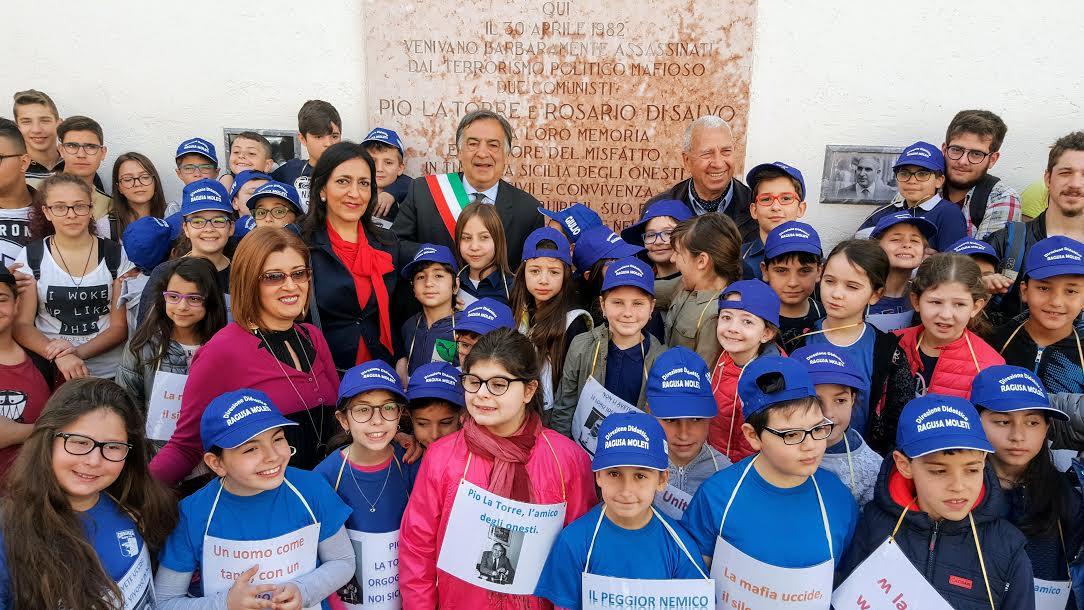 Mafia, Mattarella a Palermo scopre il busto di Pio La Torre