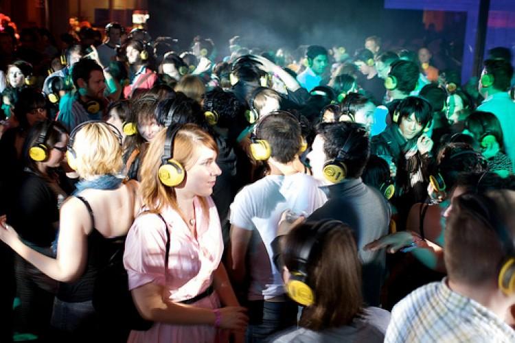 Il nuovo fronte della movida: a Piraino si balla in silenzio