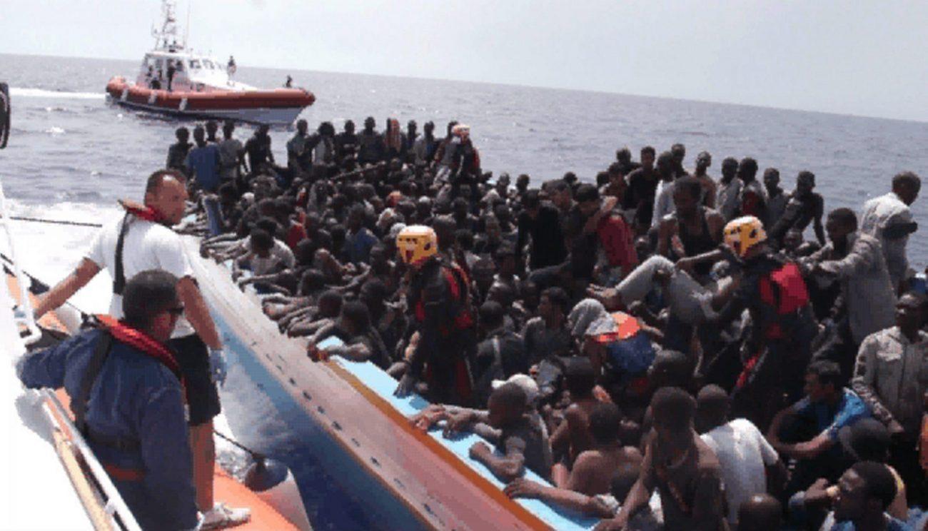 Pozzallo, sbarcati 264 migranti: a bordo 43 donne e 37 bambini