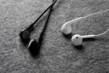 Ascolta musica con le cuffiette, urtato da un treno