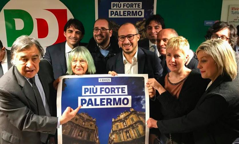Pd presenta i candidati a Palermo, Orlando prende la tessera dei dem