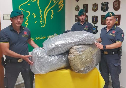 Catania, sequestrati 50 kg di marijuana: arrestato un corriere albanese