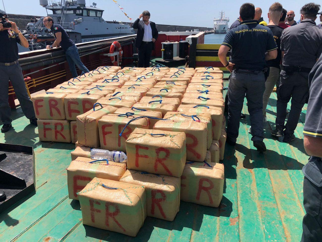 Sequestrate 10 tonnellate di hashish, arrestate 9 persone a Catania