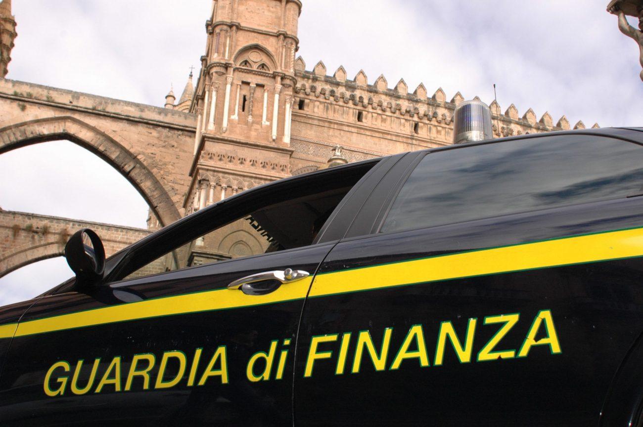 Scoperti 21mila prodotti contraffatti, denunciate due persone a Palermo
