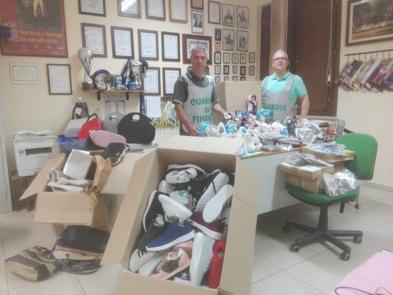 Sequestrati 1000 prodotti contraffatti: denunciato extracomunitario a Caltanissetta