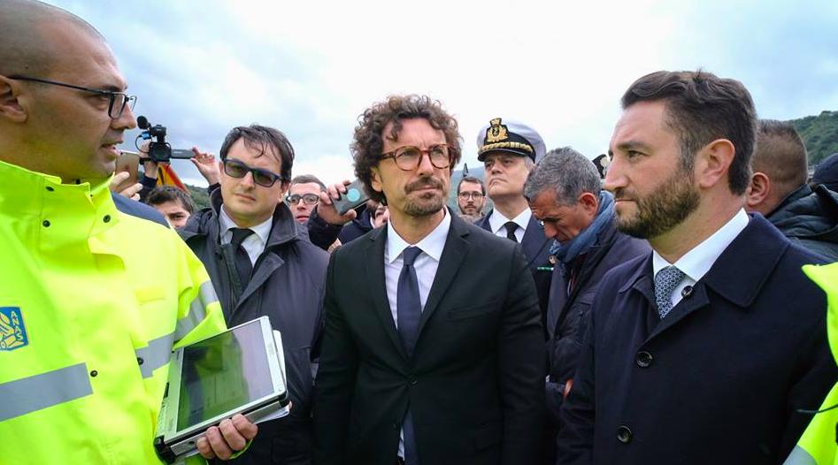 """Toninelli in Sicilia: """"Non è accettabile che ci siano strade colabrodo"""""""
