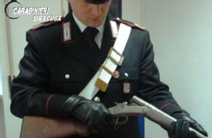 Rosolini, nascondeva in casa un fucile e 200 cartucce: arrestato 53enne