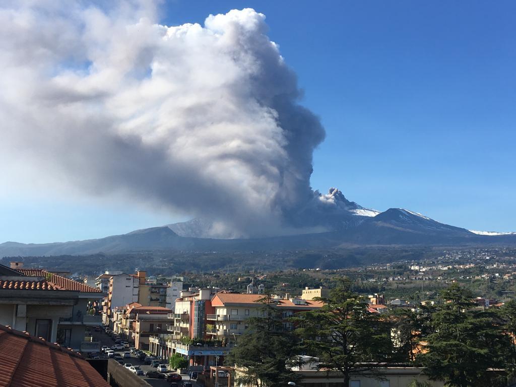 Etna, esplosioni e scosse di terremoto