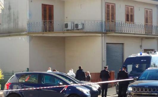 Omicidio suicidio a Giarre, uccide l'ex moglie e si spara