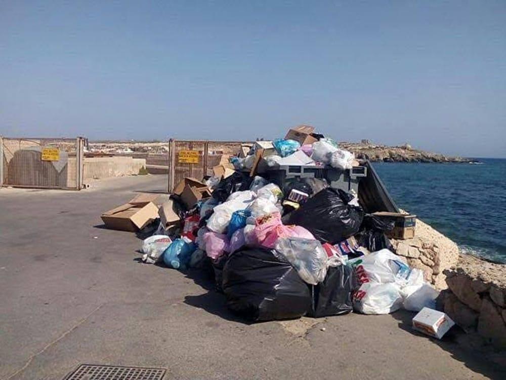 """Rifiuti, M5S: """"Garantire il servizio di raccolta a Lampedusa"""""""