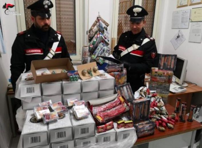 Rosolini, scoperti oltre 12 kg di materiale pirotecnico: denunciato un 69enne