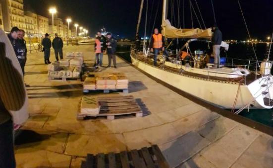 Fermato un veliero carico di droga al largo di Pantelleria