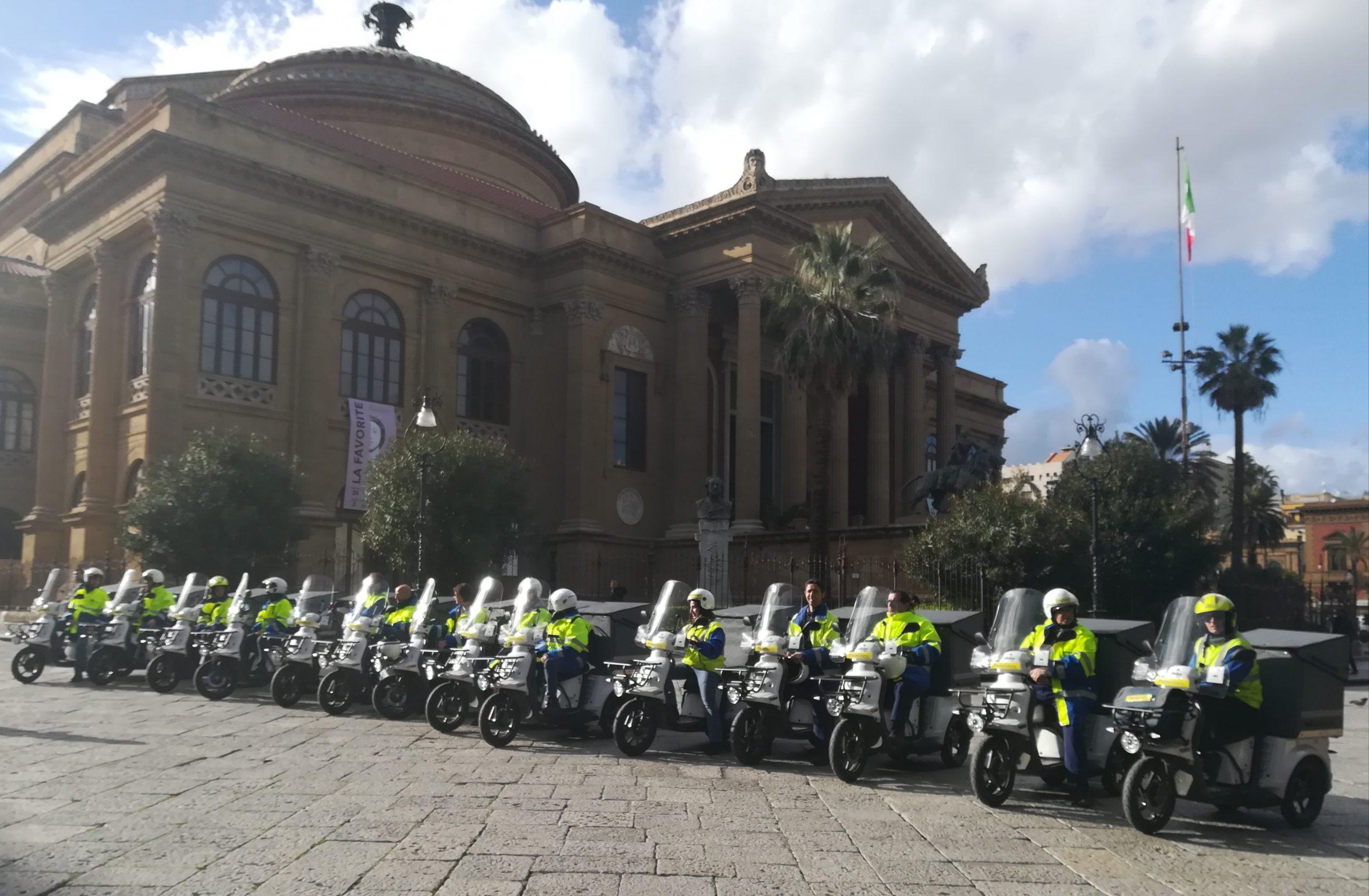 Poste presenta a Palermo nuovi 15 motocicli elettrici