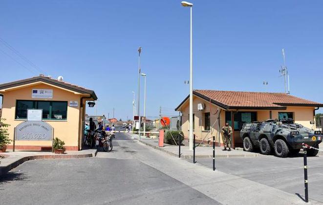"""Salvini: """"Cara di Mineo sarà chiuso entro l'anno"""""""