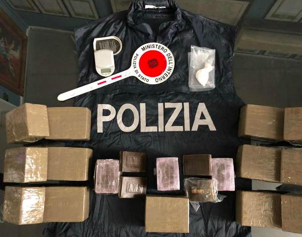 Aveva 15 kg hashish in casa, arrestato 44enne a Palermo