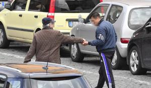 Palermo, multati 9 parcheggiatori abusivi
