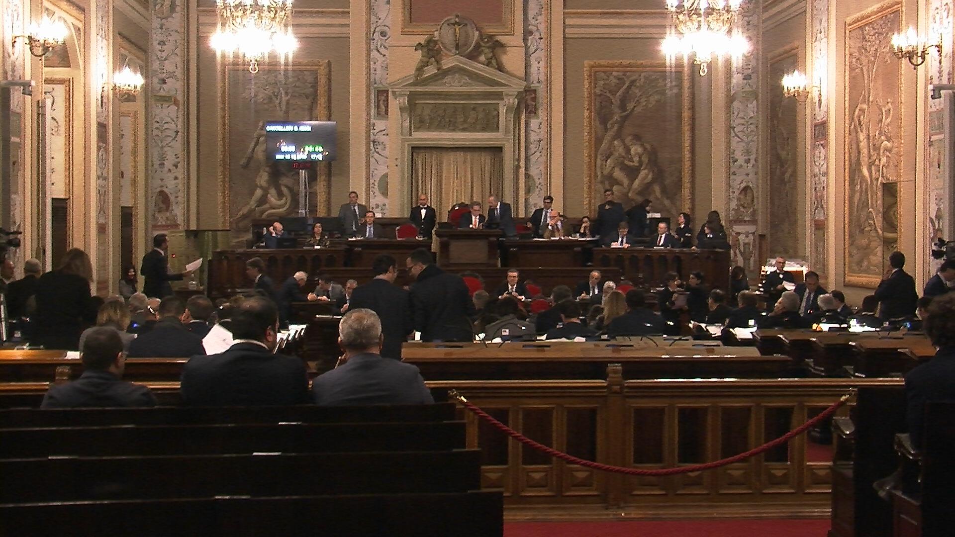 Via libera a Finanziaria e Bilancio, varato all'alba maxi emendamento