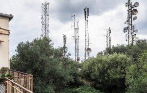 Capo d'Orlando, famiglia circondata da 70 antenne tv e telefoniche