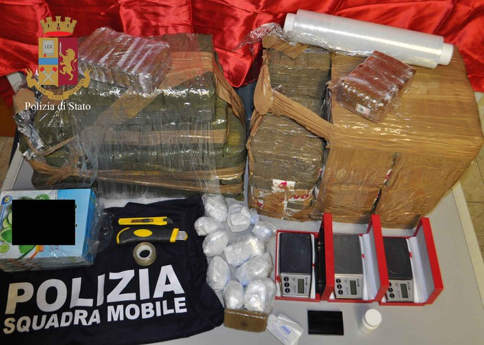 Ragusa, sequestrati 50 kg di hashish: arrestati 3 albanesi
