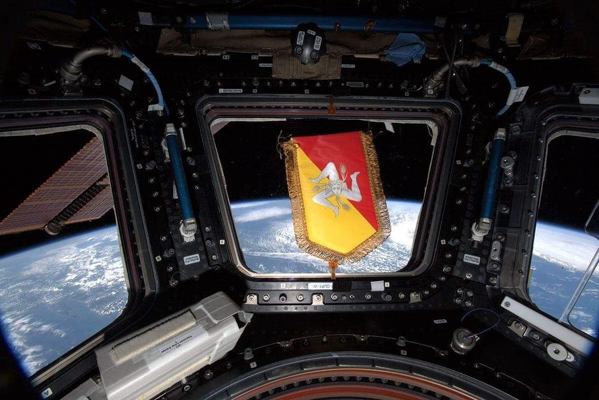 """Gagliardetto della Sicilia nello spazio, Parmitano: """"Omaggio alla mia terra"""""""