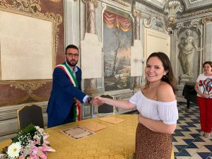 Blogger americana riceve cittadinanza italiana a Bagheria