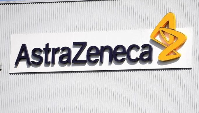 """AstraZeneca, circolare alle Regioni: """"Basso rischio per gli anziani"""""""