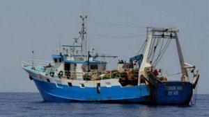 Libia: mitragliati tre pescherecci italiani, ferito un comandante