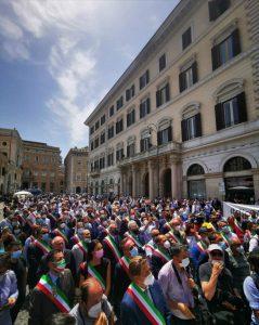 Sindaci siciliani in piazza a Roma chiedono dignità istituzionale